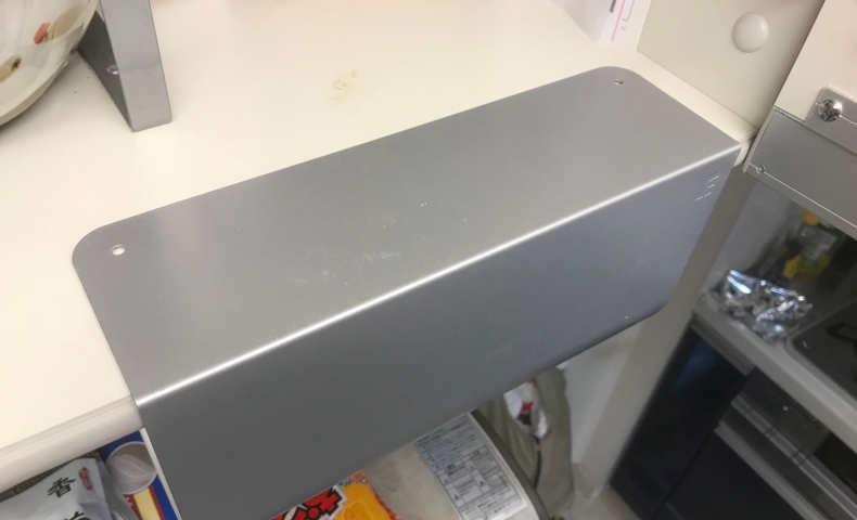 粘着シートで貼り付けたキッチンペーパーハンガー