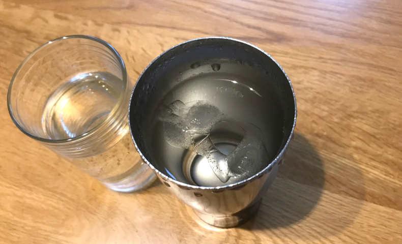 水と氷を入れて7時間後。